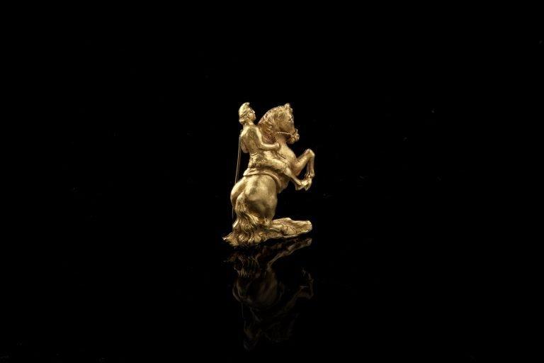Giorgio De Chirico, Cavaliere con berretto frigio, spilla,